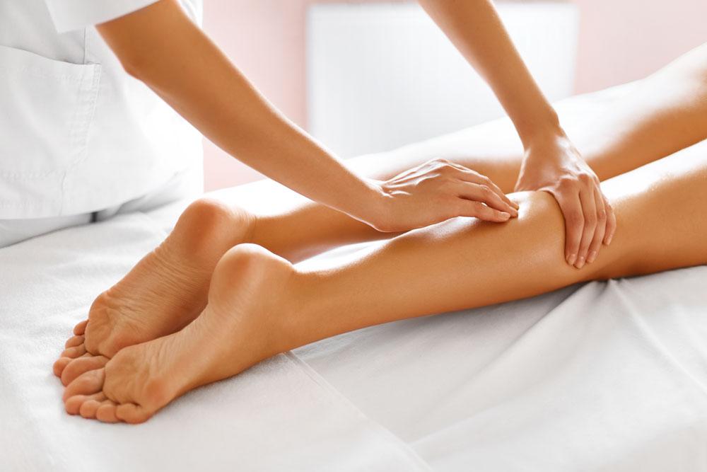 Massage im Fokus: Lymphdrainage zur Entstauung und Ausleitung, Fussreflexzonenmassage zur Unterstützung der Organfunktionen